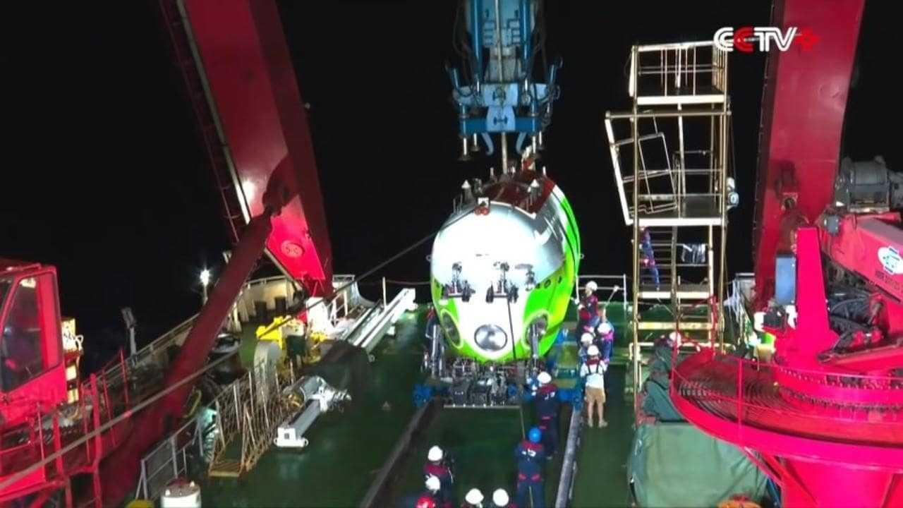 La Chine diffuse en direct des images de son sous-marin habité visitant la partie la plus profonde de la Terre - Mariana Trench