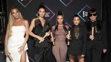 Khloe Kardashian, Kendall Kardashian, Kim Kardashian, Kourtney Kardashian, and Kim Kardashian