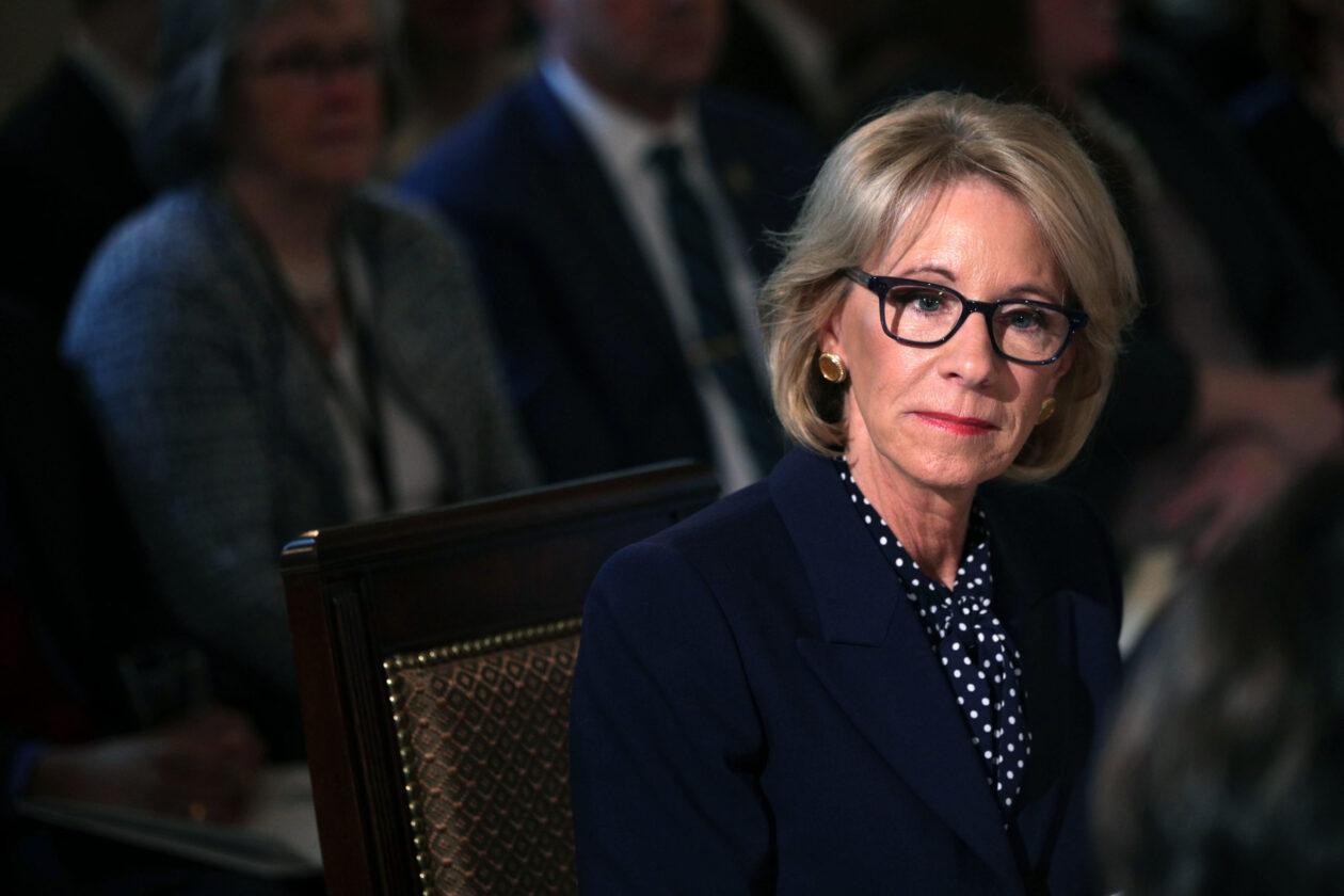 La Secrétaire à L'éducation De Biden Doit être à L'opposé
