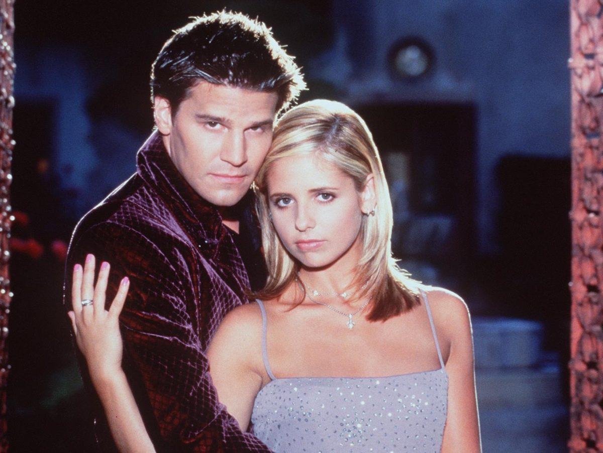 Sarah Michelle Gellar et David Boreanaz jouent dans `` Buffy contre les vampires ''