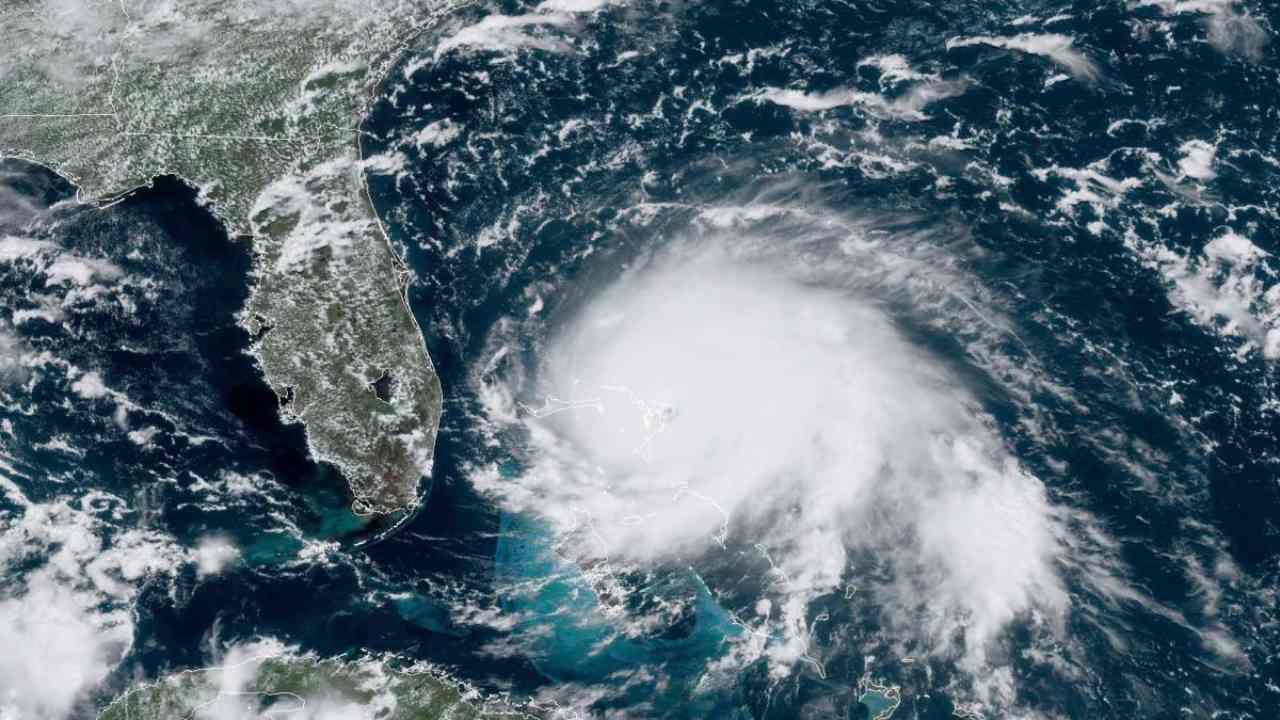 Le changement climatique provoque des mers plus chaudes, ce qui entraîne des ouragans plus forts et plus de destruction