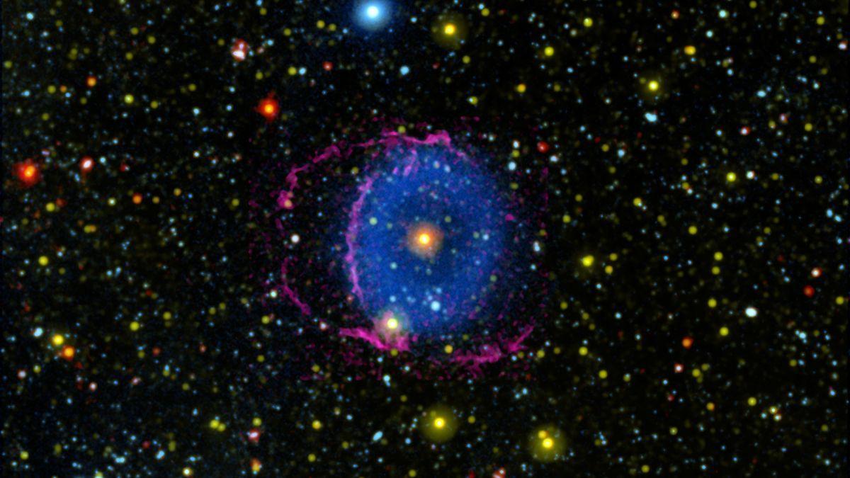 L'éblouissante Nébuleuse De L'anneau Bleu A Intrigué Les Scientifiques Pendant
