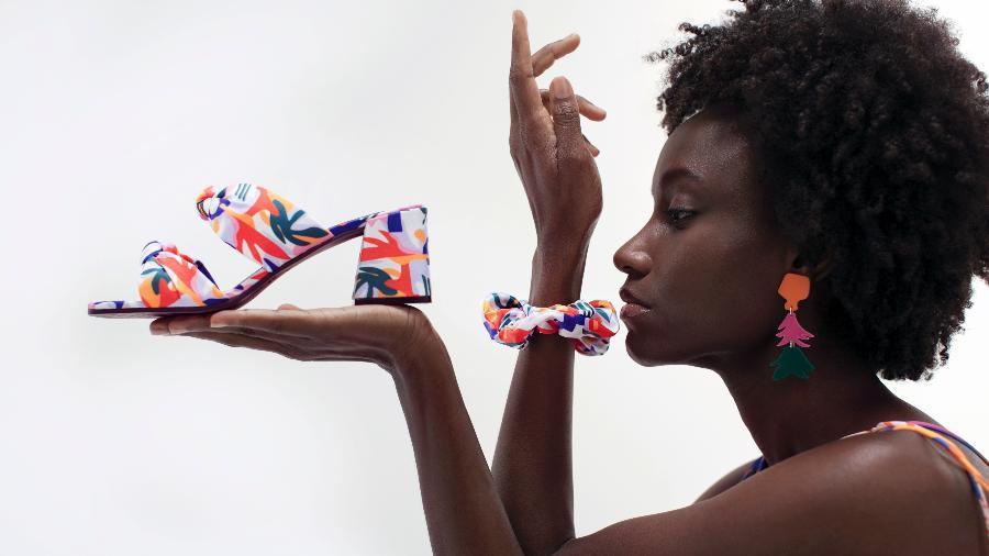 Les Artistes Deviennent Partenaires D'une Collection Multicolore