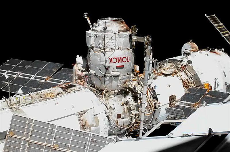 Les Cosmonautes Préparent La Station Spatiale Pour Le Retrait Du