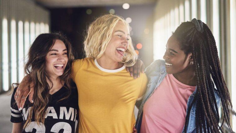 Les Enfants D'âge Universitaire Boivent Moins D'alcool, Mais Fument Plus