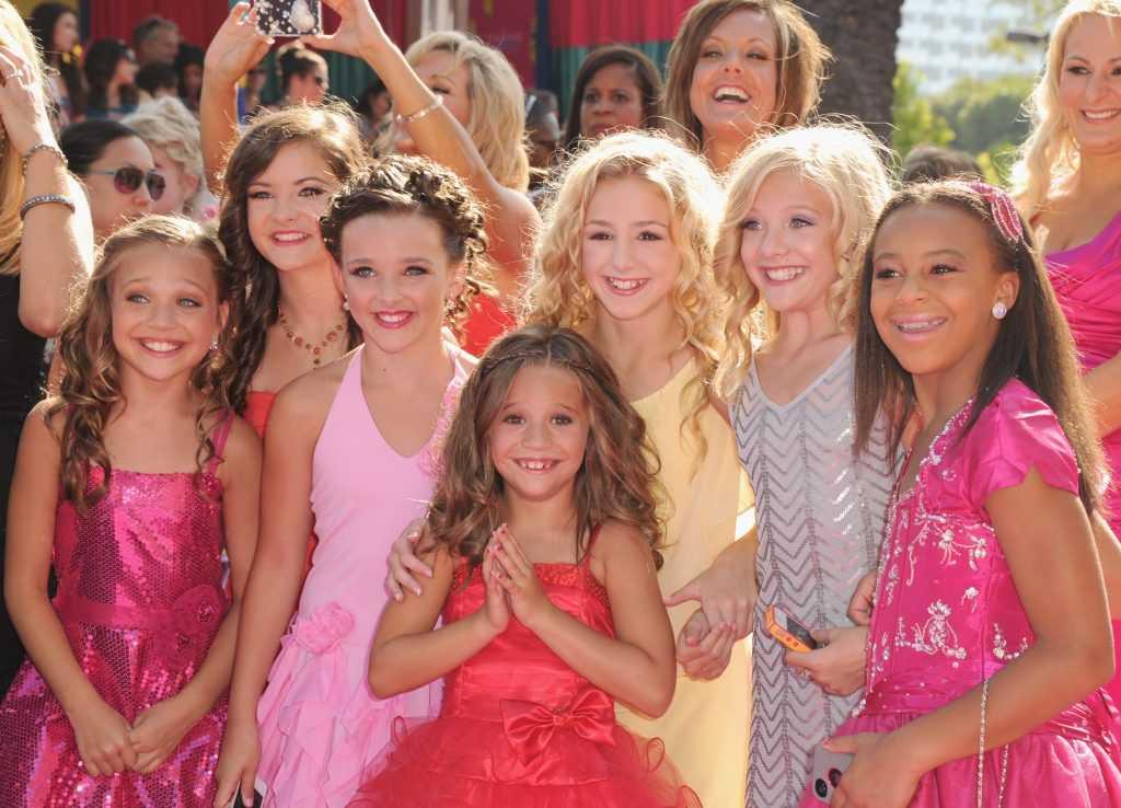 Dance Moms Cast: Maddie Ziegler, Brooke Hyland, Kendall Vertes, Mackenzie Ziegler, Chloé Lukasiak, Paige Hyland et Nia Sioux