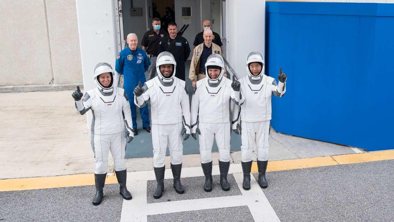 Mission SpaceXs Crew-1 pour lancer quatre astronautes sur l'ISS lundi à 5 h 57 IST: comment le regarder en direct