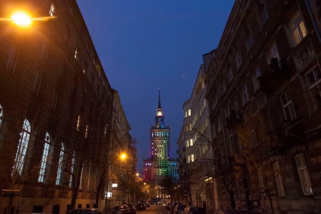 Monuments éclairés D'arcs En Ciel Pour La Solidarité Lgbt
