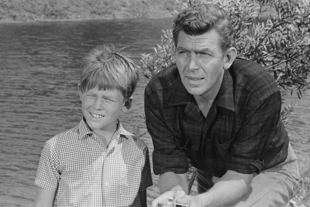 Ron Howard, à gauche, et Andy Griffith dans une scène de 'The Andy Griffith Show'