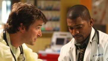 Noah Wyle as Dr. John Carter (left) and Mekhi Phifer as Dr. Gregory Pratt on the TV show