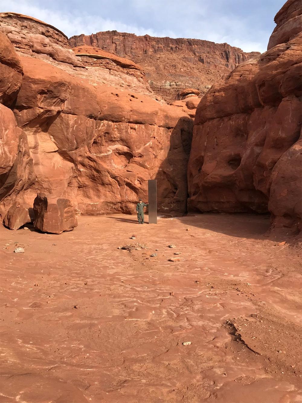 Lors d'un dénombrement des mouflons d'Amérique dans une partie du sud-est de l'Utah, le 18 novembre 2020, les chercheurs ont repéré un mystérieux monument en métal au milieu du désert.