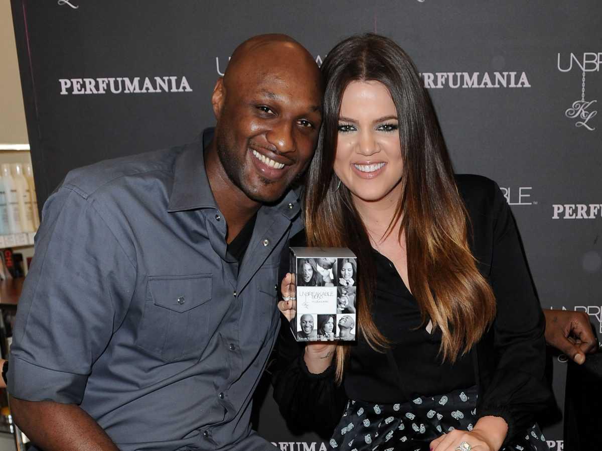 """Lamar Odom et Khloe Kardashian Odom font une apparition personnelle pour promouvoir leur parfum """"Unbreakable Bond"""" à Perfumania le 7 juin 2012 à Orange, en Californie."""