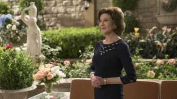 Kelly Bishop as Emily Gilmore in