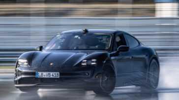 Record. Porsche Taycan Court Un Marathon Sur Le Côté