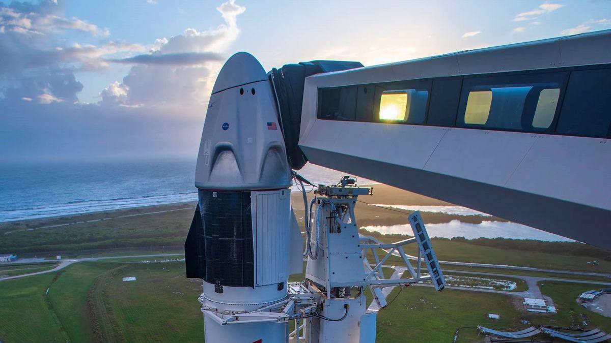 Regardez Spacex Lancer 4 Astronautes Sur L'iss Samedi