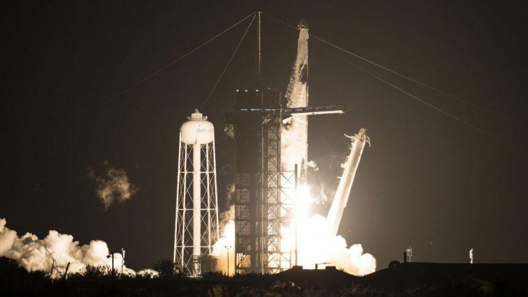 Spacex Crew Dragon Lance 4 Astronautes Sur La Station Spatiale