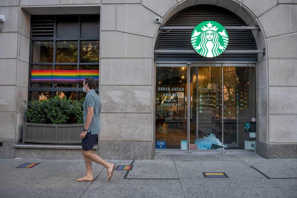 Un Barista Chrétien Porte Plainte Contre Starbucks Pour Un T Shirt