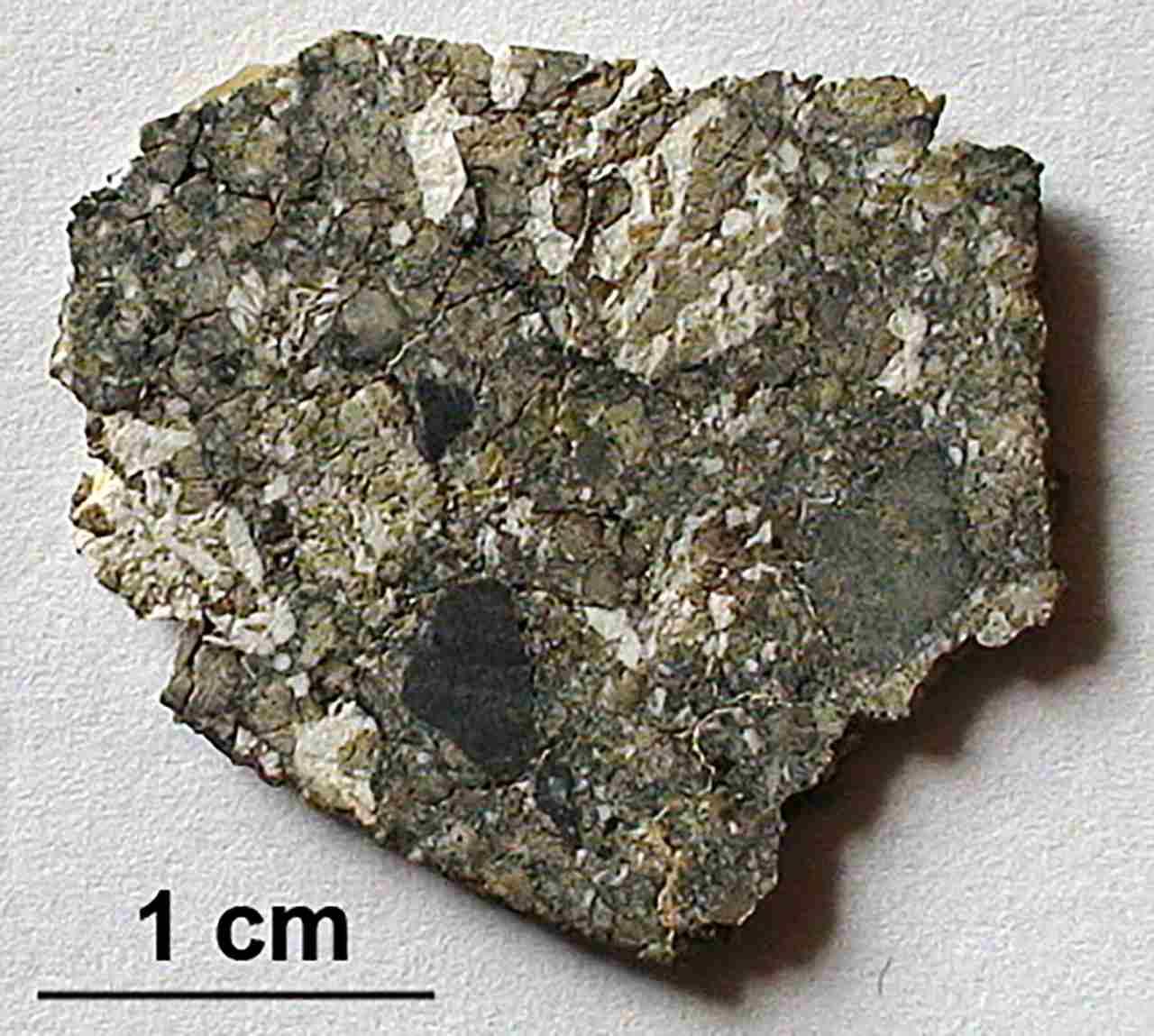 Un nouveau minéral dans la météorite lunaire découvert par des chercheurs, baptisé Downwilhelmsite