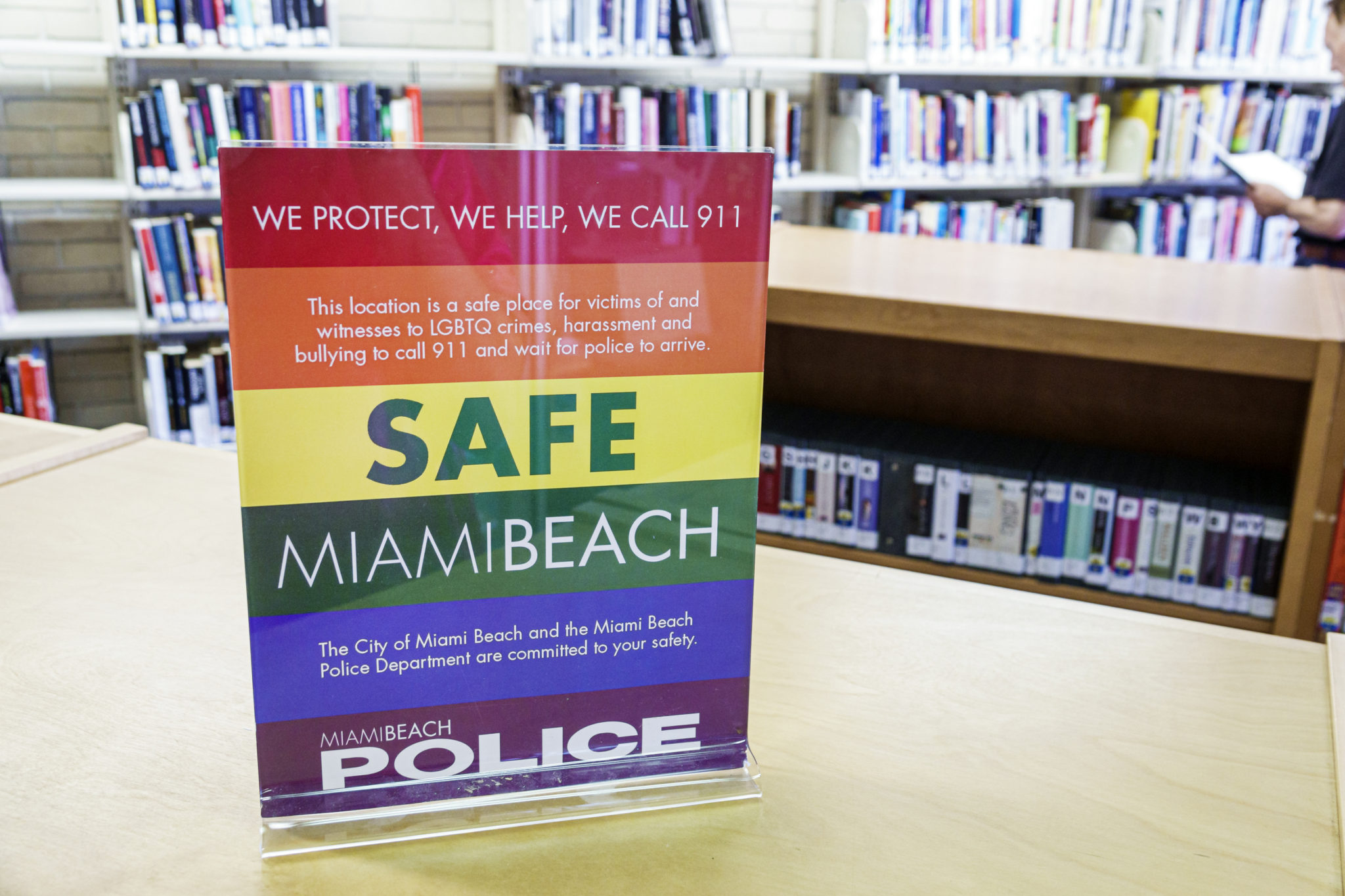 Les services de police enregistrent et communiquent différemment les données sur les crimes de haine anti-LGBT +