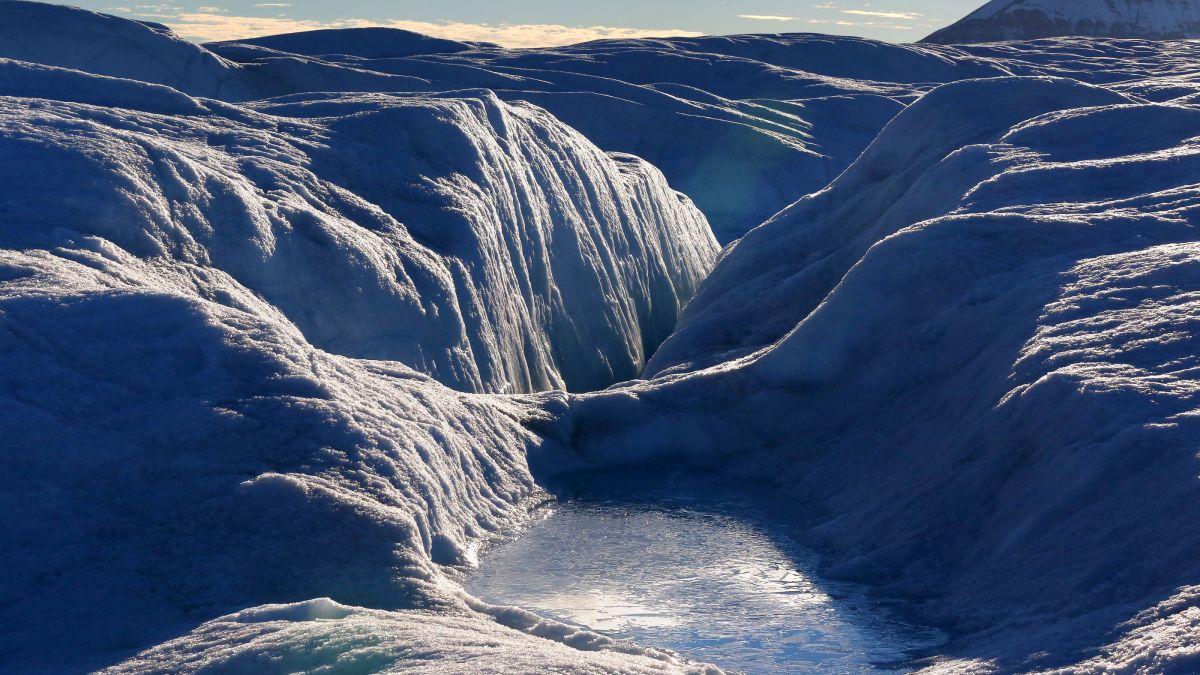 Une Mystérieuse `` Rivière Sombre '' Peut Couler Des Centaines