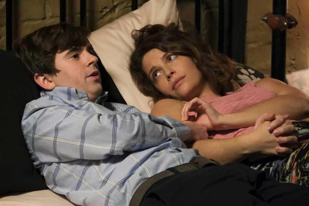 Freddie Highmore et Paige Spara |  ABC / Jeff Weddell