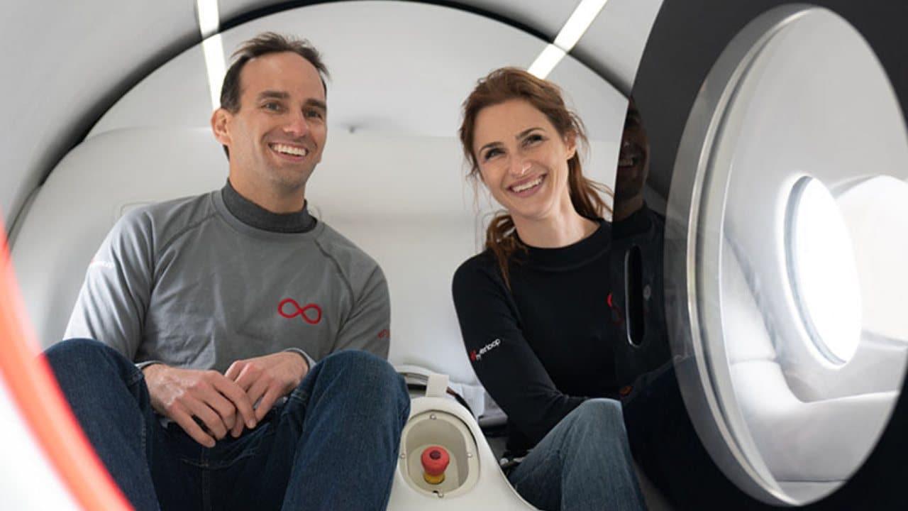 Virgin Hyperloop termine son premier voyage en transportant deux passagers en seulement 15 secondes