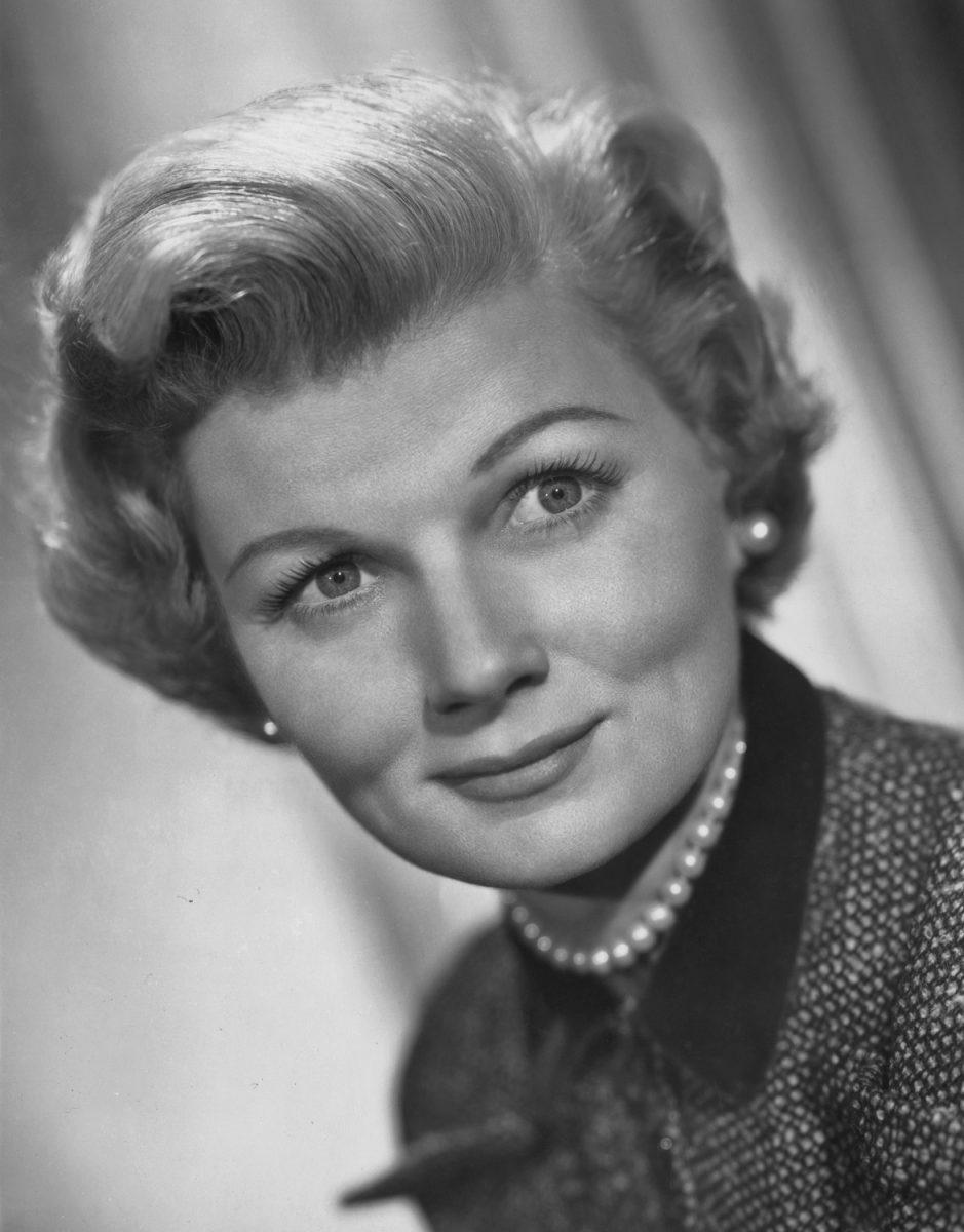 Barbara Billingsley comme June Cleaver en promotion