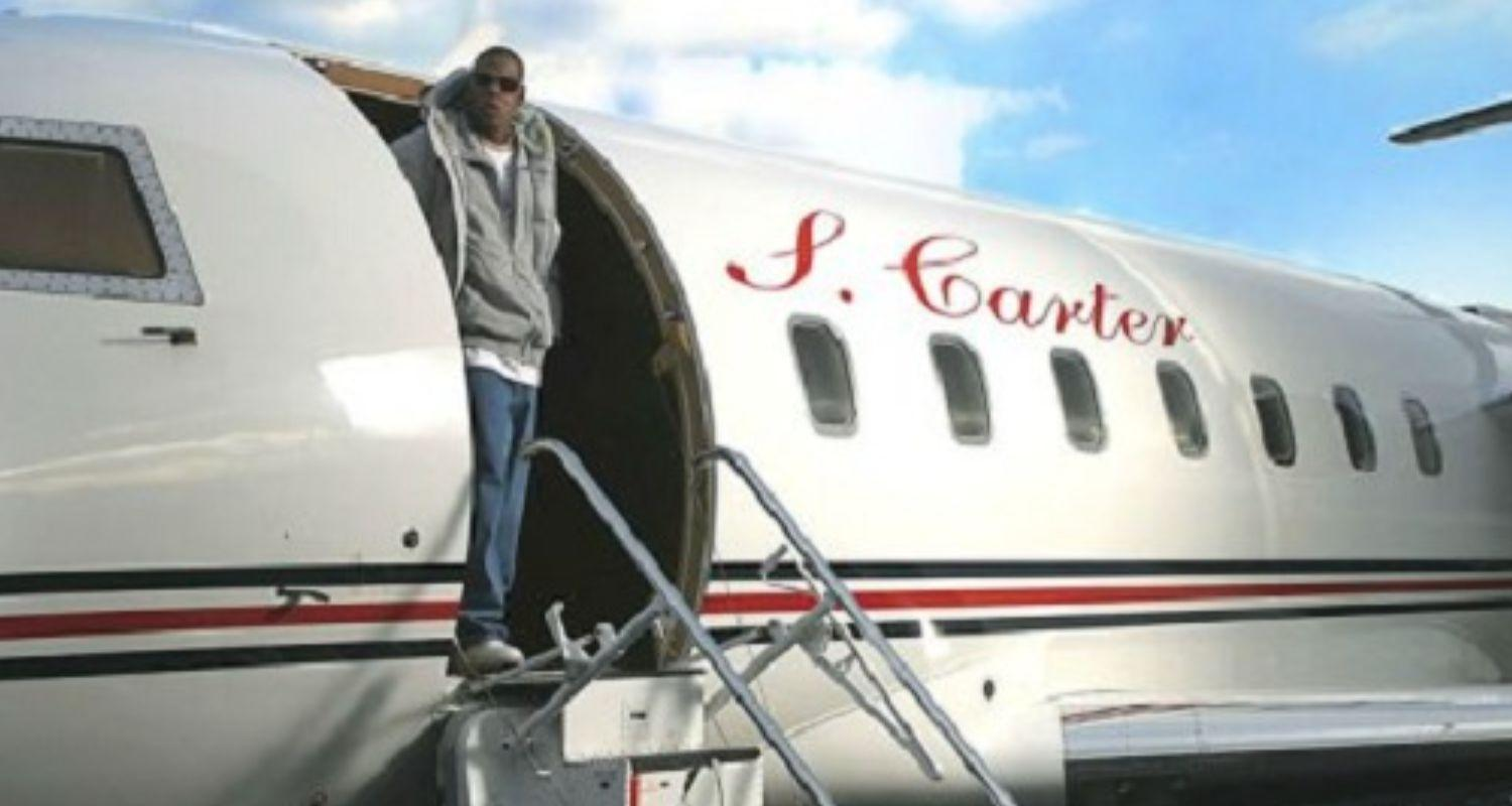 Jay Z Stan Arrested After Sneaking On Plane To Meet Him.1605144325.jpg