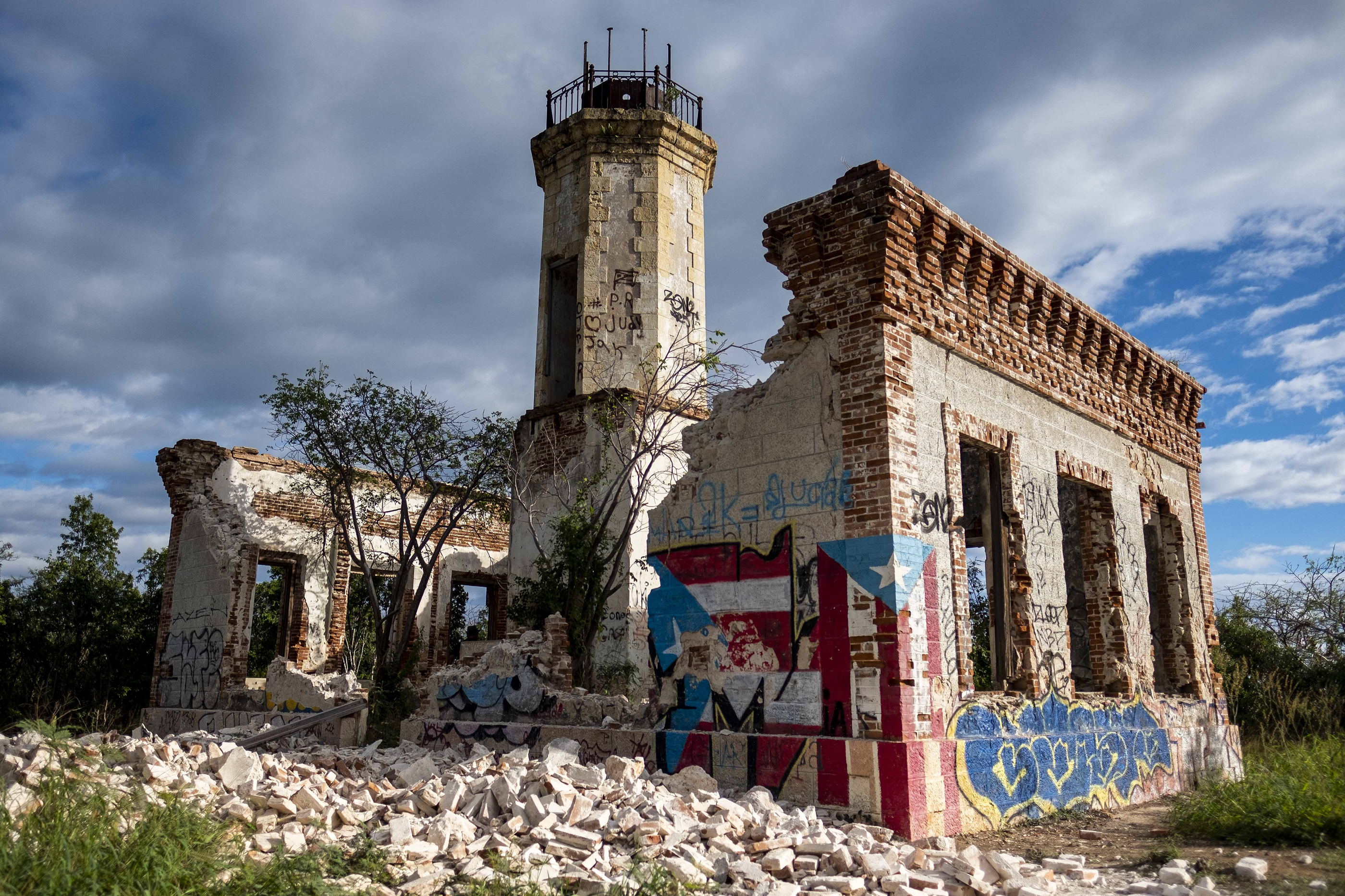 Le mur effondré des ruines d'un phare emblématique peut être vu à Guanica, Porto Rico, le 6 janvier 2020, après avoir été détruit par un tremblement de terre.