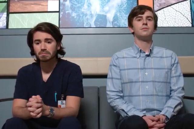 Shaun a accompagné Asher alors qu'il déplorait la mort de son patient (Photo: ABC)