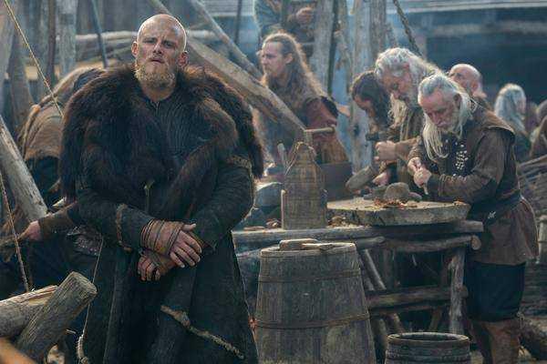 """Nouveau """"vikings"""" Trailer: Un Björn Vivant, Des Batailles Et Des Monstres"""