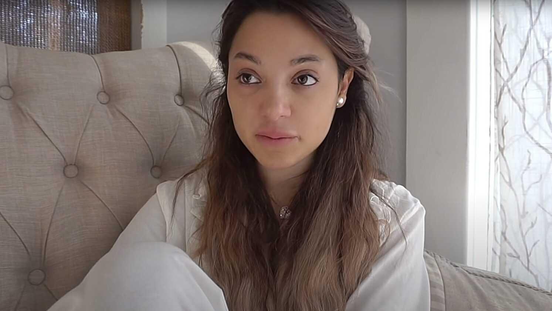 Elle Vend Une Vidéo D'elle Enfant Sans Sous Vêtements Sur Onlyfans,