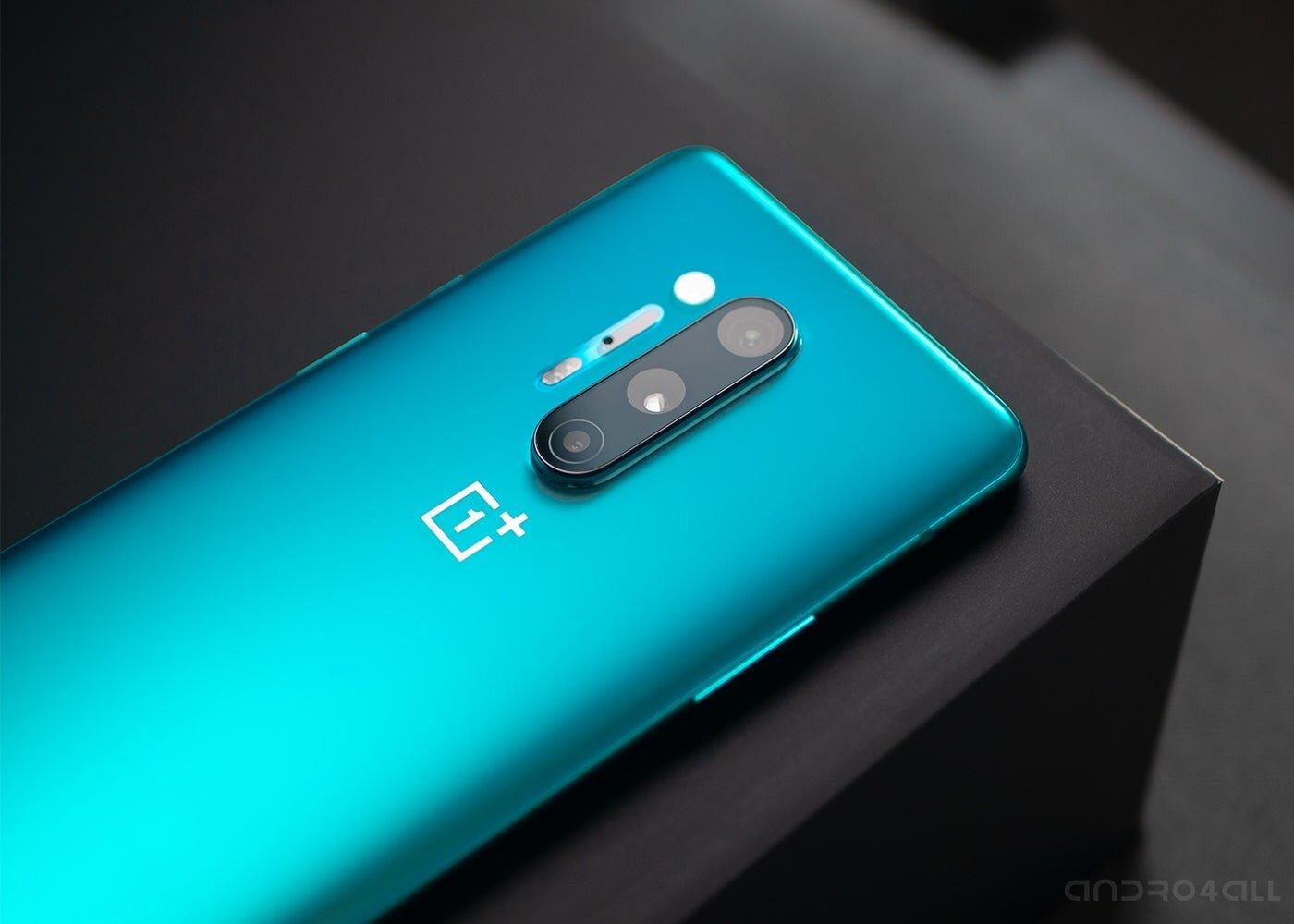 OnePlus 8 Pro en bleu, appareils photo