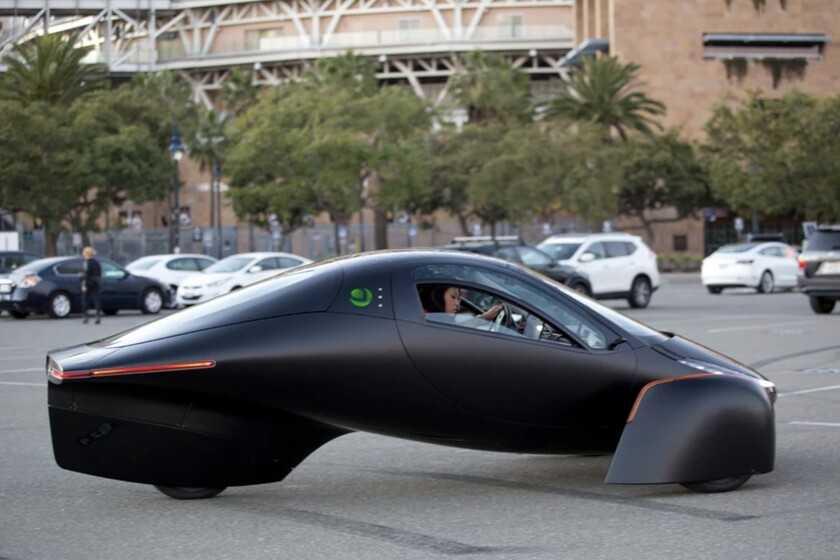 """Aptera est la voiture électrique que """"vous n'avez pas à recharger"""" grâce à ses panneaux solaires et à son efficacité maximale: elle peut désormais être réservée"""