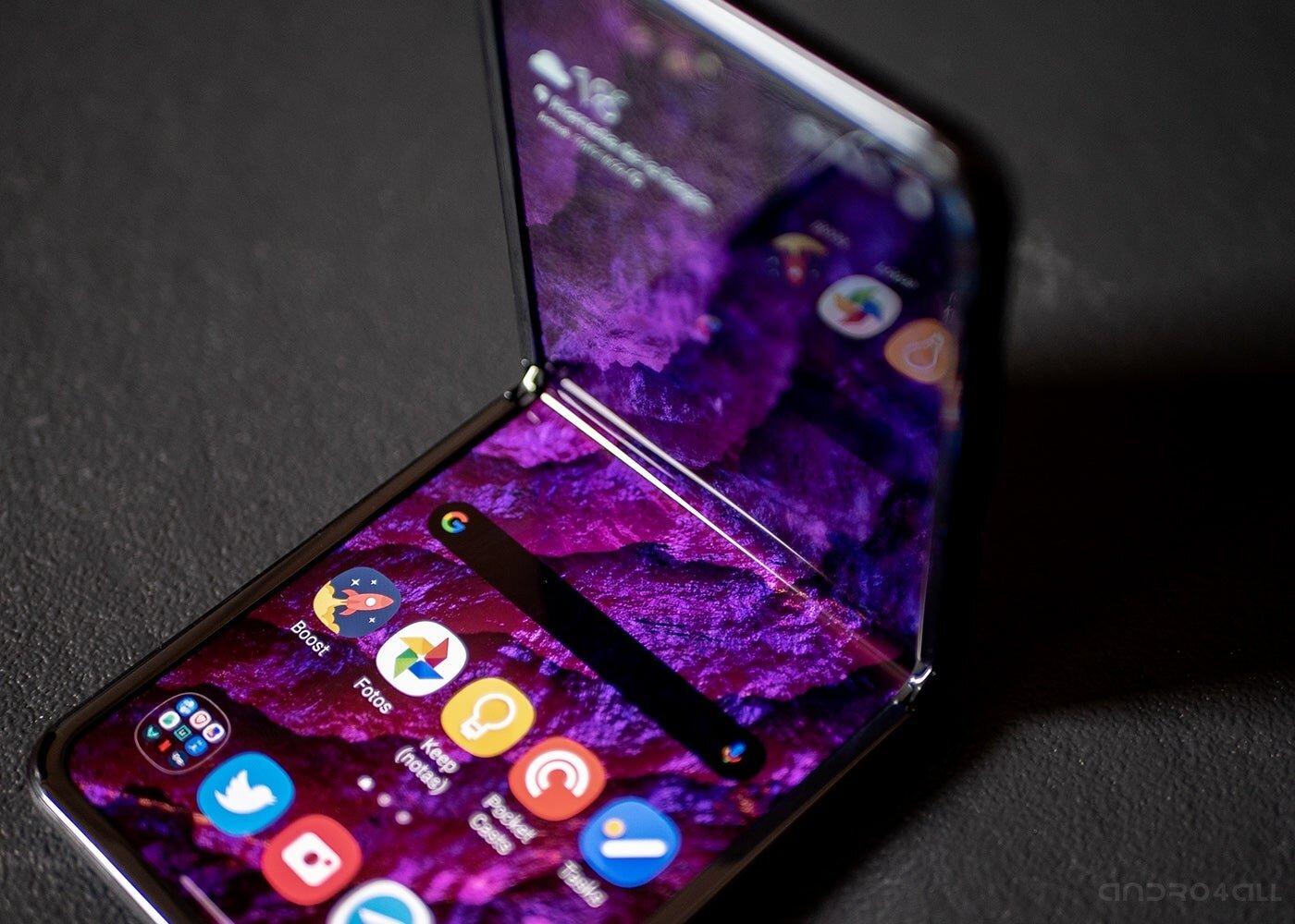 Écran Samsung Galaxy Z Flip à moitié ouvert