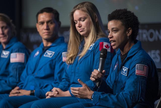 L'astronaute de la NASA Jessica Watkins répond à une question lors du dévoilement de sa classe d'astronaute.