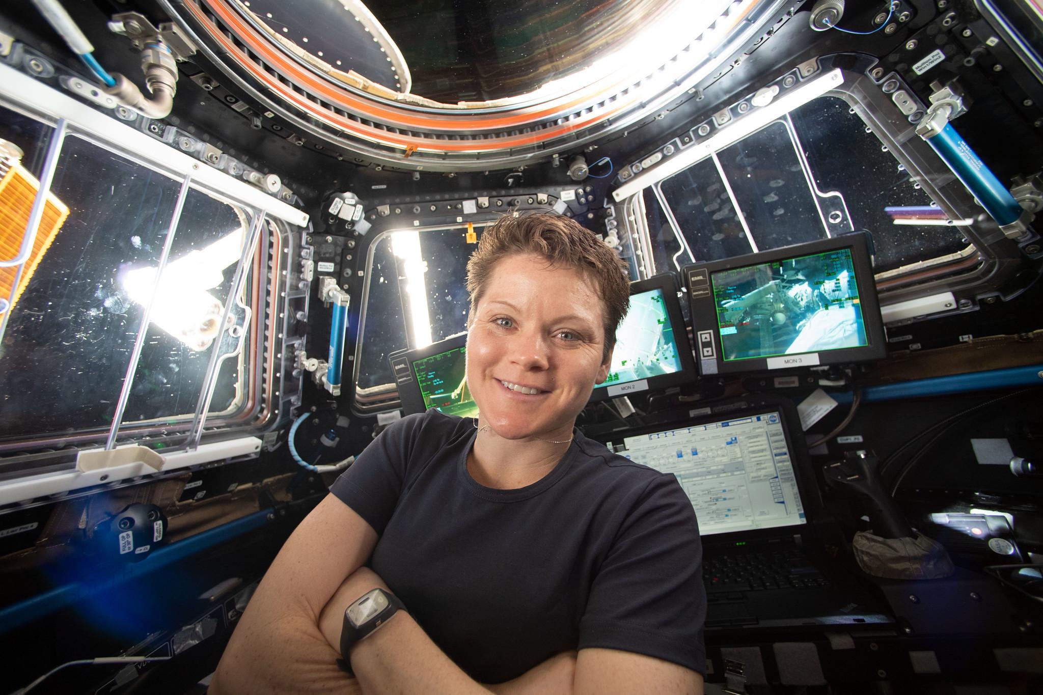 L'astronaute de la NASA Anne McClain sur la Station spatiale internationale lors de la mission Expedition 59 le 16 avril 2019. L'ancien conjoint de McClain a récemment déposé une plainte pénale contre l'astronaute, qui fait actuellement l'objet d'une enquête.
