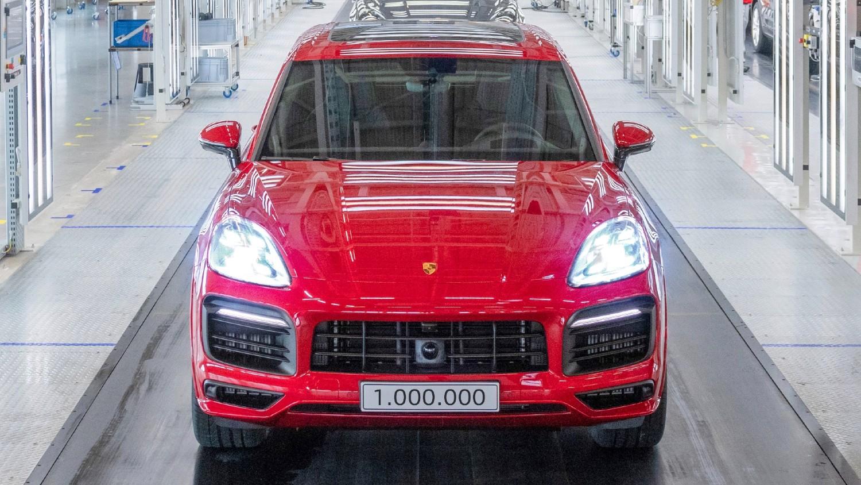 La Porsche Cayenne GTS dans la couleur Carmine Red qui est également l'unité à un million du modèle