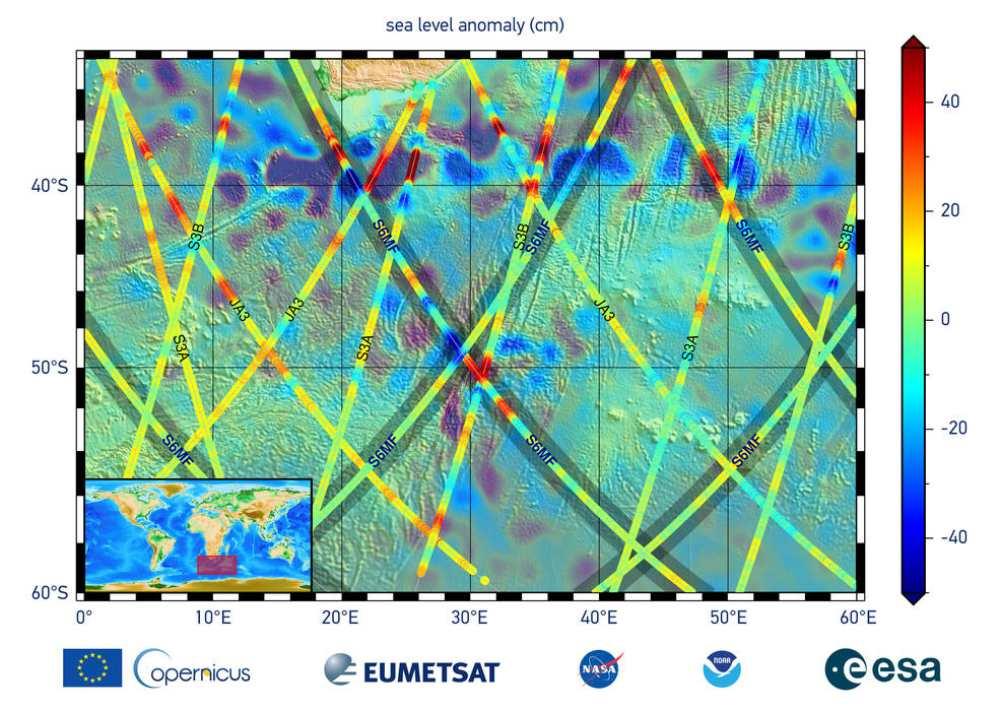 Les données de ce graphique sont les premières mesures de la hauteur de la surface de la mer du satellite Sentinel-6 Michael Freilich (S6MF), qui a été lancé le 21 novembre 2020. Elles montrent l'océan au large de la pointe sud de l'Afrique, avec des couleurs rouges indiquant un niveau de mer plus élevé par rapport aux zones bleues, qui sont plus basses.  Crédits: EUMETSAT