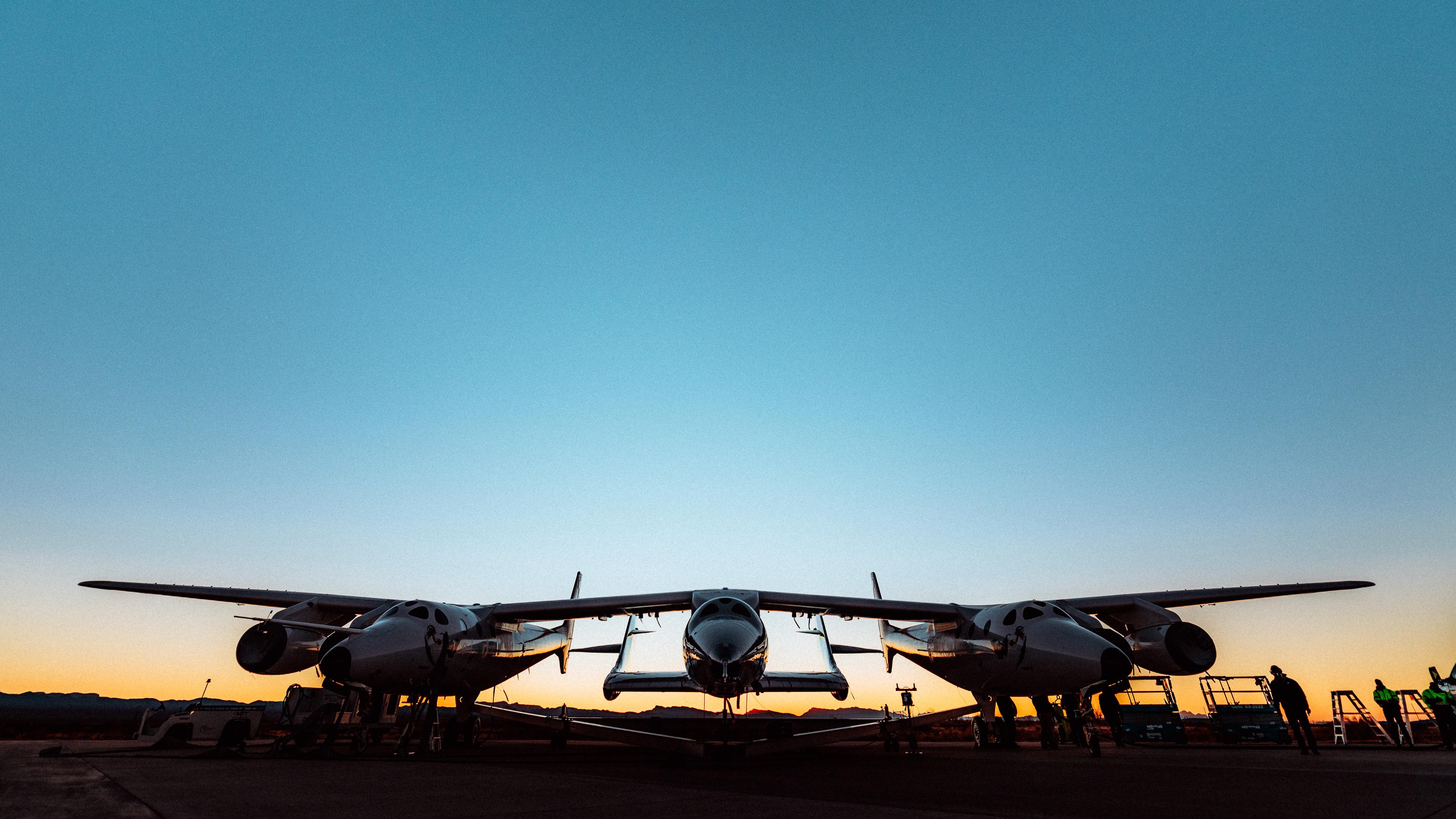 SpaceShipTwo Unity de Virgin Galactic et son vaisseau mère WhiteKnightTwo se préparent pour la première tentative de lancement de test depuis Spaceport America, Nouveau-Mexique, à l'aube du 12 décembre 2020.