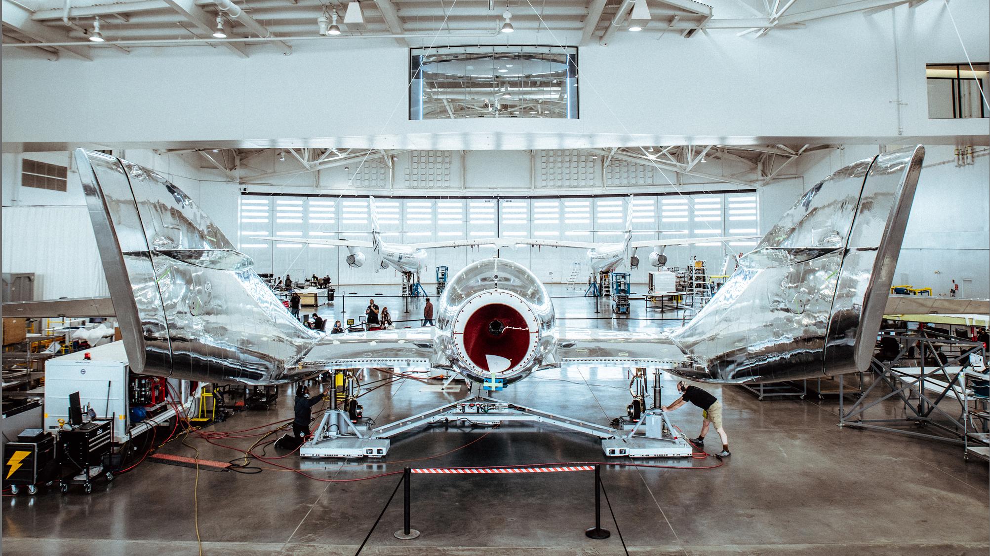 Une vue du SpaceShipTwo Unity de Virgin Galactic lors des opérations de contrôle en amont à Spaceport America, au Nouveau-Mexique, avant le lancement du test le 12 décembre 2020.