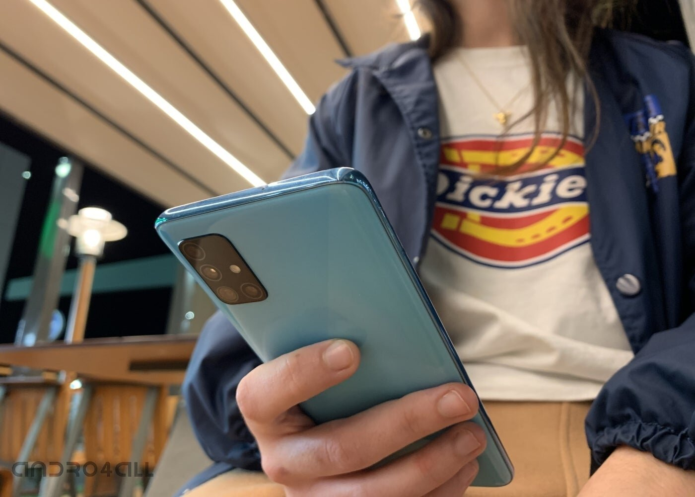Arrière Samsung Galaxy A51 en main