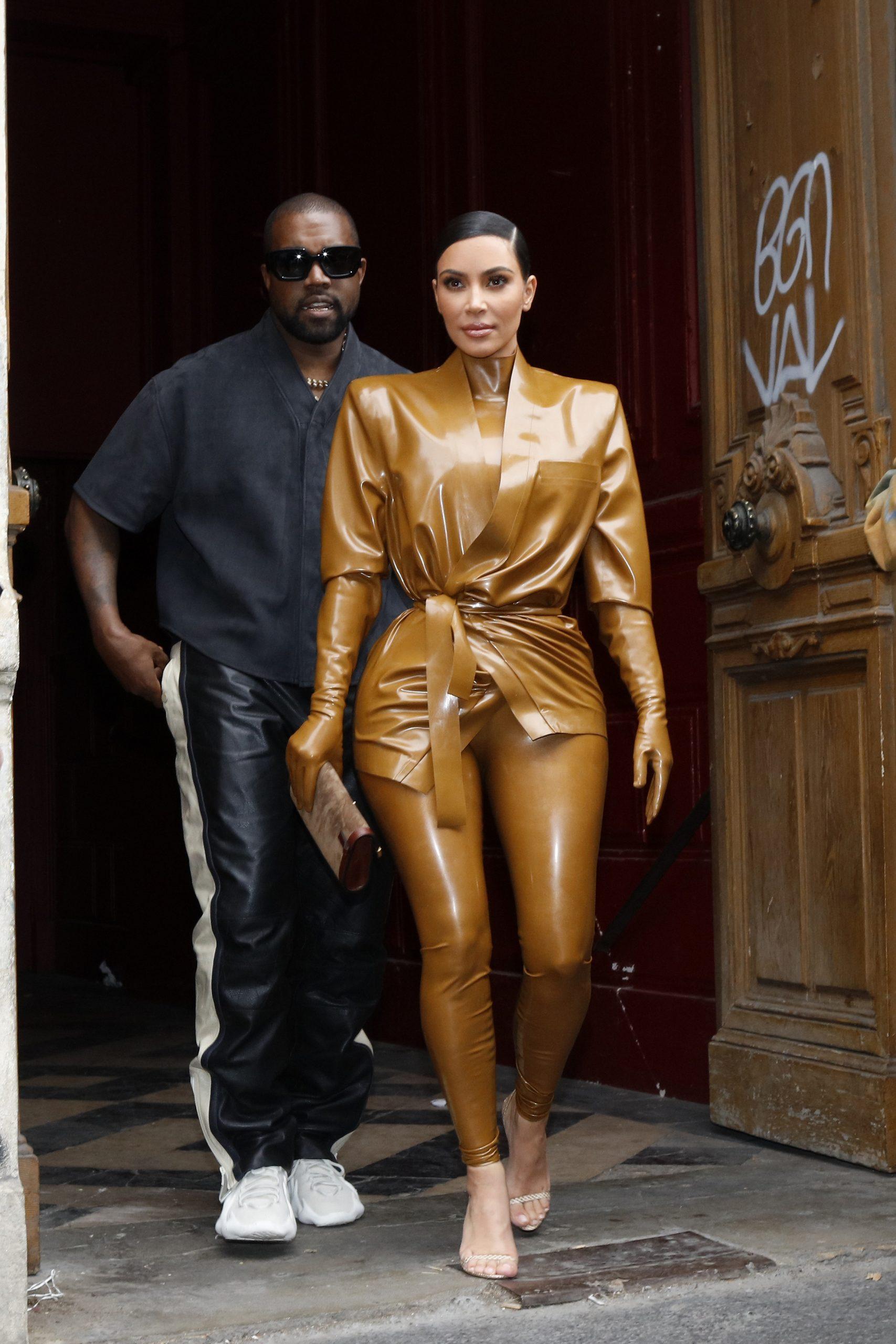 Kim Kardashian et Kanye West au Théâtre des Bouffes du Nord pour assister au service dominical de Kanye West le 1er mars 2020 à Paris, France.