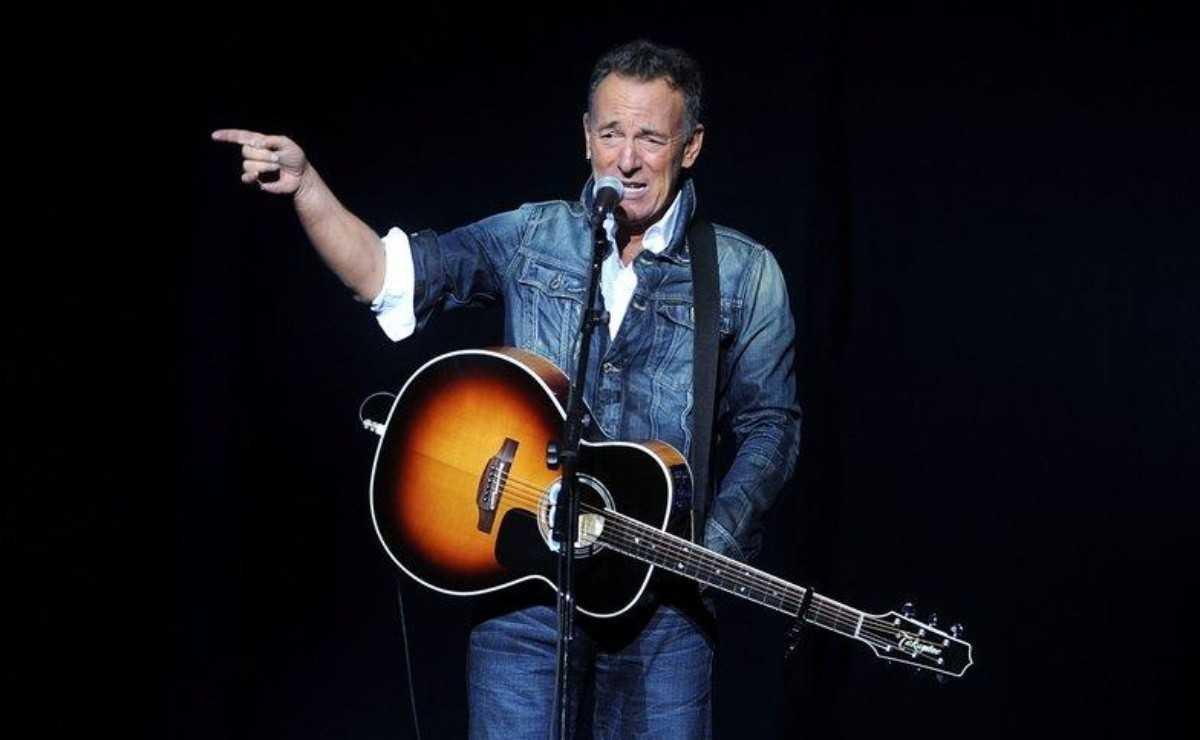 """Bruce Springsteen se souvient de la première fois qu'il a entendu """"Born To Run"""""""
