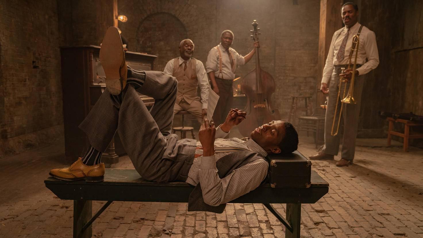 Le fond noir de Ma Rainey Chadwick Boseman dans le rôle de Levee
