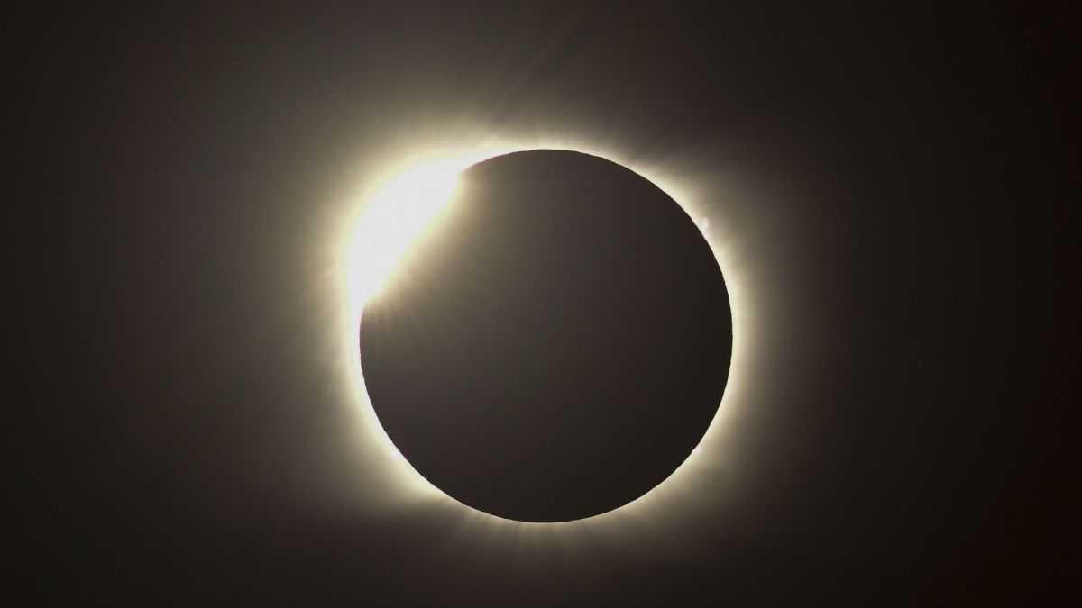 Seule L'éclipse Totale De Soleil De 2020 Fait Vibrer Les