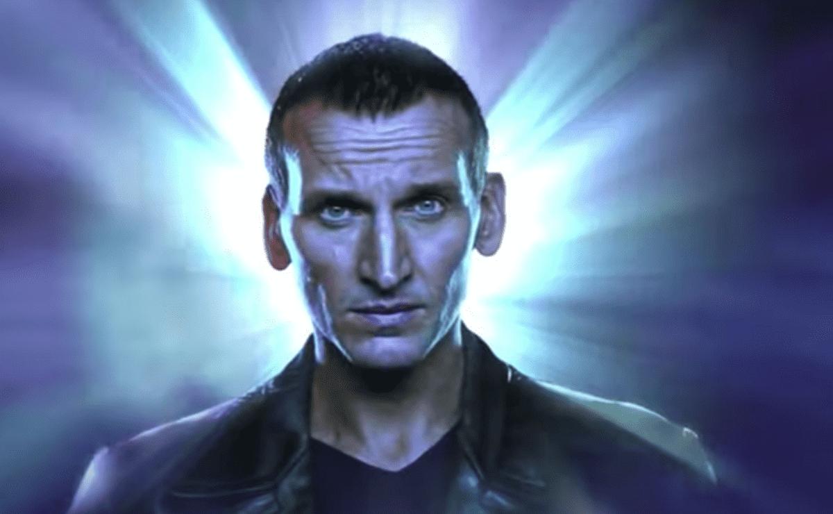 """""""Doctor Who"""": Christopher Eccleston partage une image de son retour dans la franchise"""