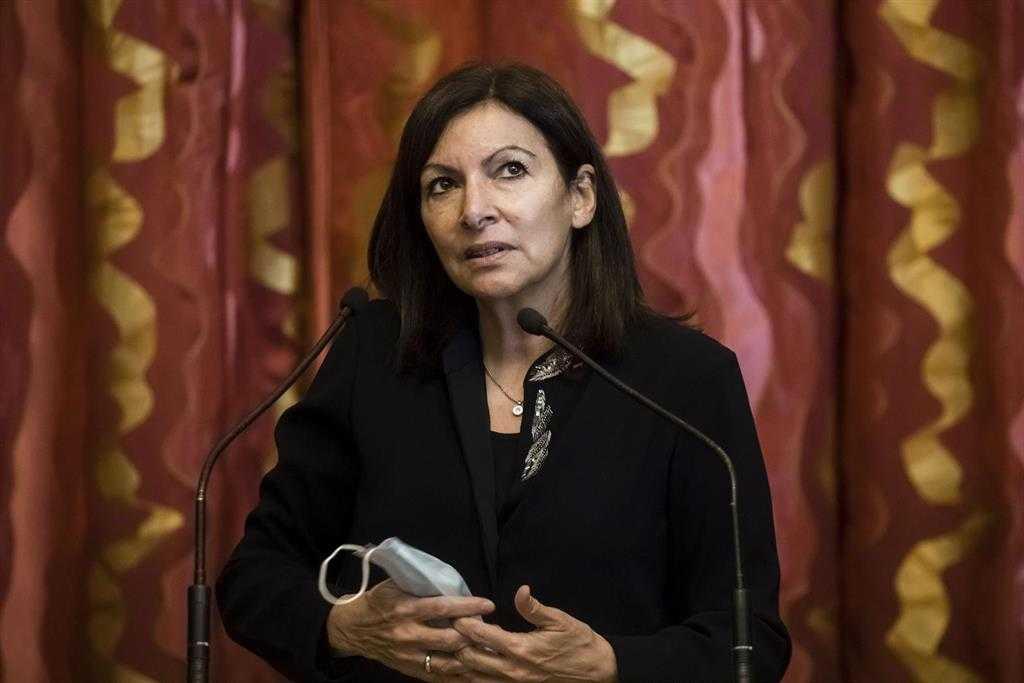 """Le Maire De Paris Juge """"absurde"""" Que La Ville De"""