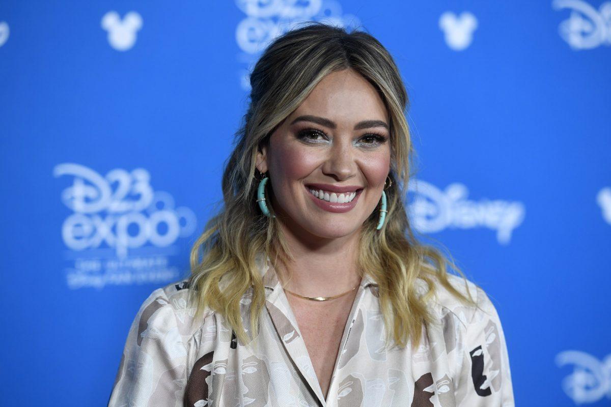 Hilary Duff assiste à D23 Disney + Showcase le 23 août 2019 à Anaheim, en Californie.