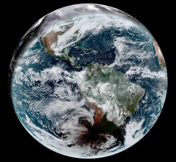 Observez L'ombre De La Lune Sur Terre Depuis L'éclipse Totale